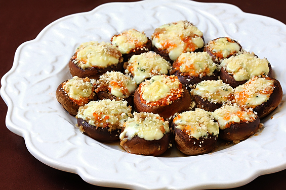 blue-cheese-and-red-pesto-stuffed-mushrooms2