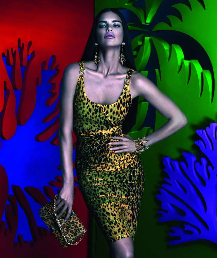 snapshot-adriana-lima-by-mert-alas-and-marcus-piggott-for-versace-x-riachuelo-collection-campaign-3