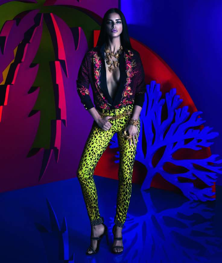 snapshot-adriana-lima-by-mert-alas-and-marcus-piggott-for-versace-x-riachuelo-collection-campaign-4