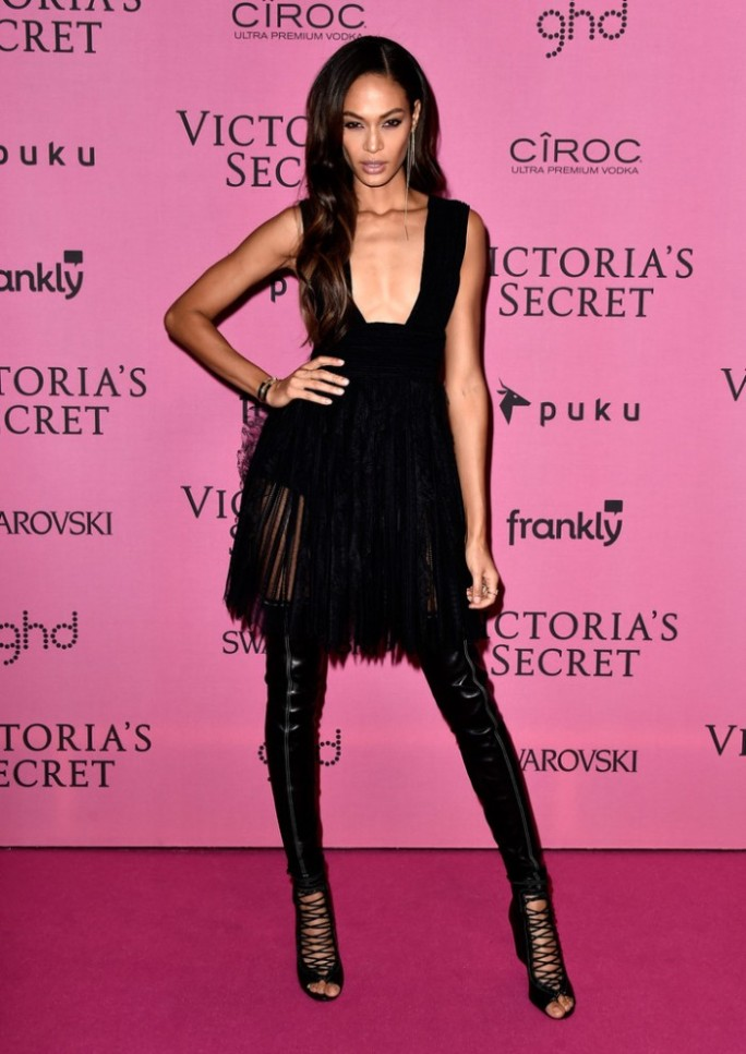 joan-smalls-1-givenchy-spring-2015-Arrivals-Victoria-Secret-Fashion-Show-Afterparty-0UM_To7Bo6rx-700x990