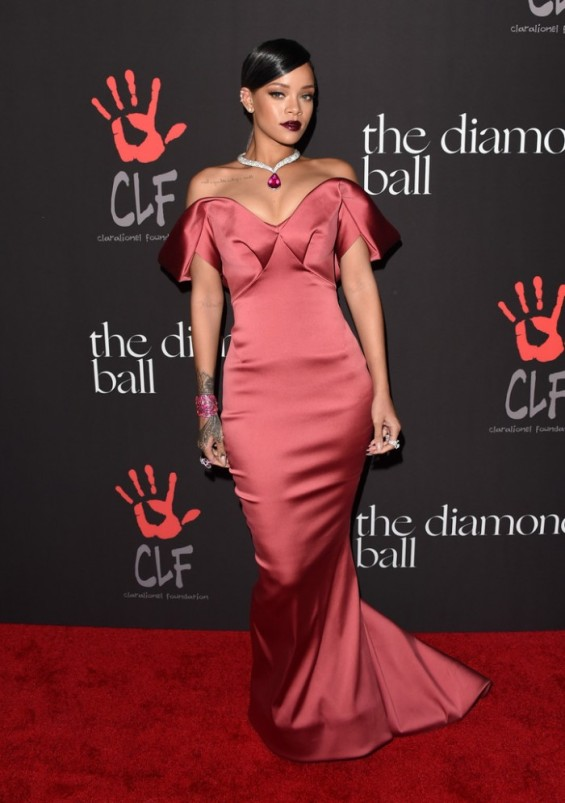 zac-posen-Rihanna-Rihanna-1st-Annual-Diamond-Ball-Benefitting-F-hcqBulpbyx-700x995