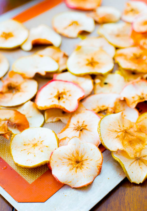 Baked-Cinnamon-Apple-Chips-4