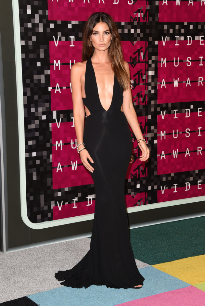 2015-MTV-Video-Music-Awards-Arrivals-lily-aldridge-alexandre-vauthier-669x1000